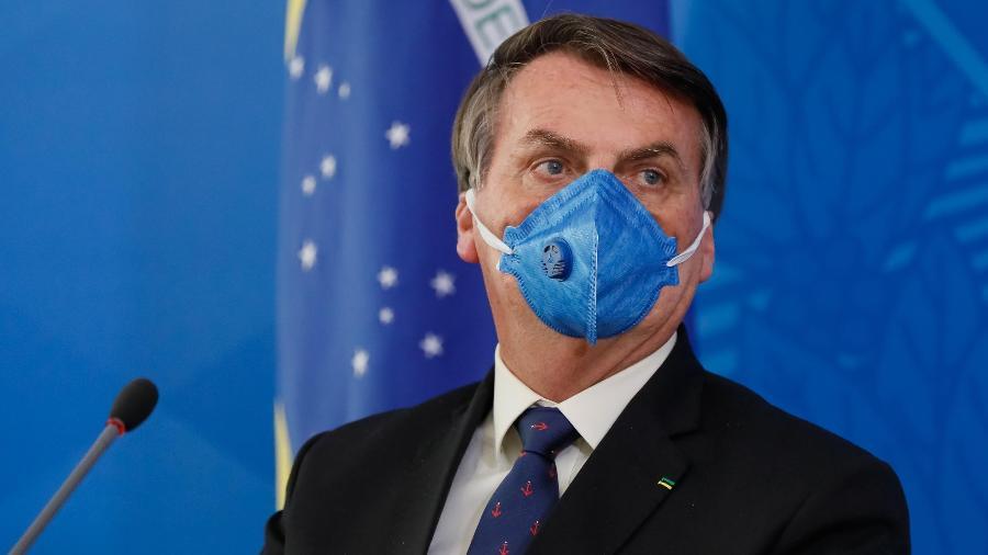 Bolsonaro: Brasileiro não pega nada, pula no esgoto e não fica doente