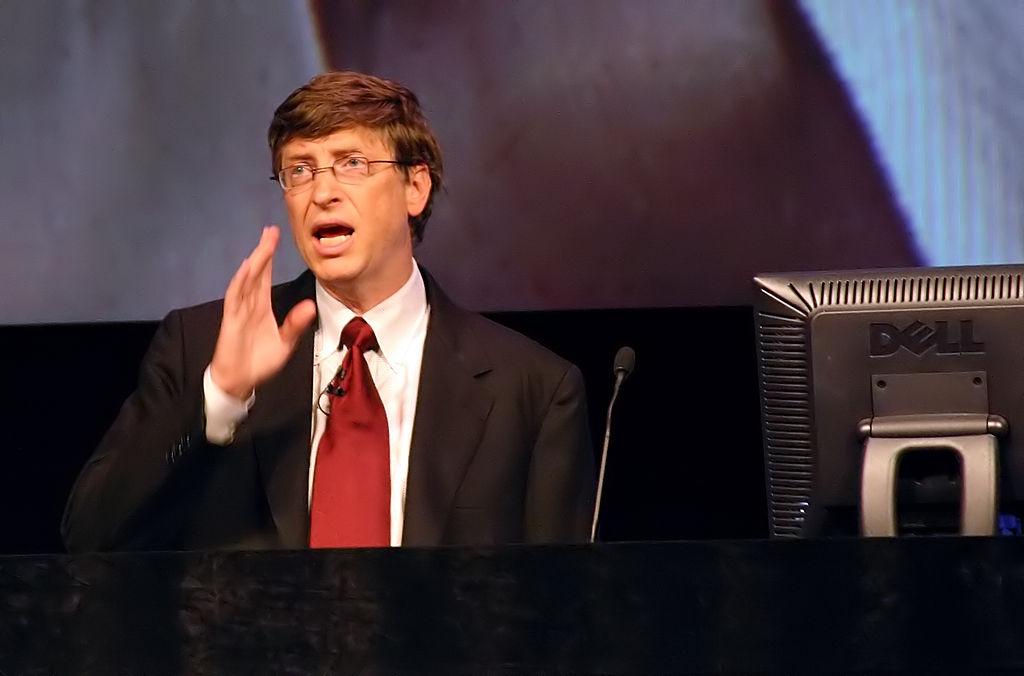 1995–2007: Foray into the Web, Windows 95, Windows XP, and Xbox
