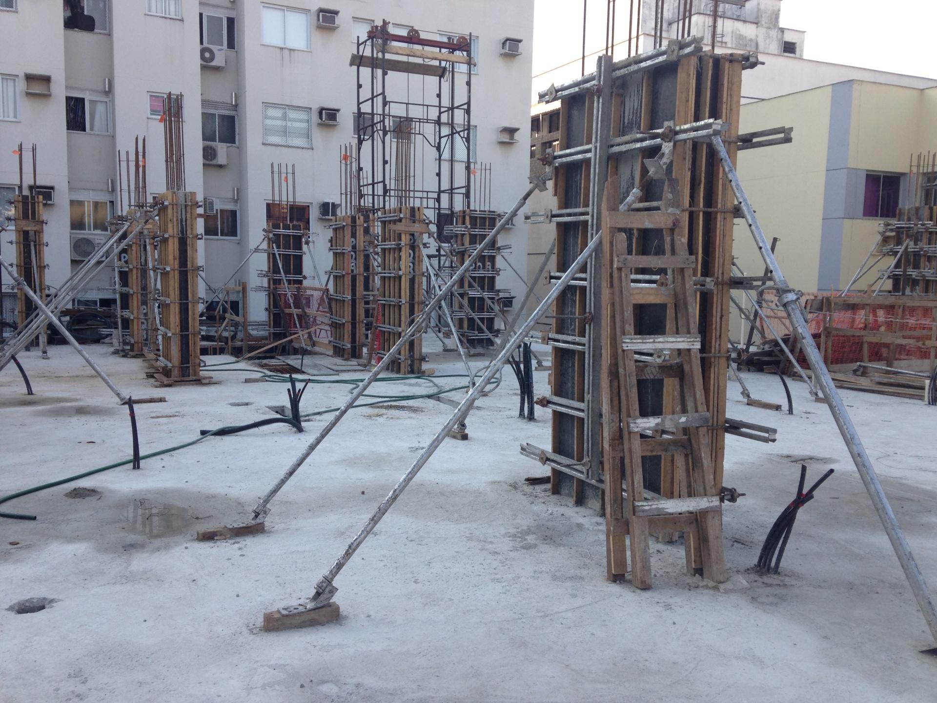 Execução dos pilares e vigas