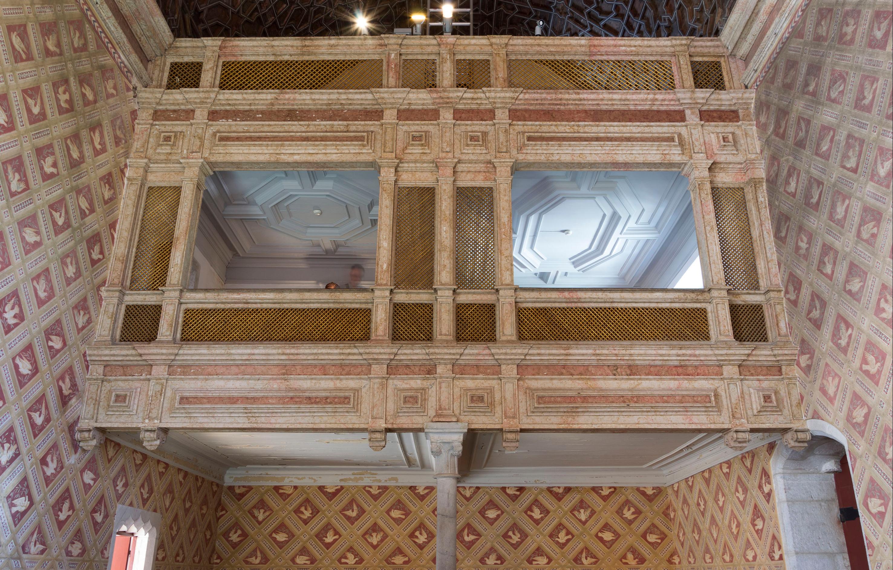Uma tribuna na Capela
