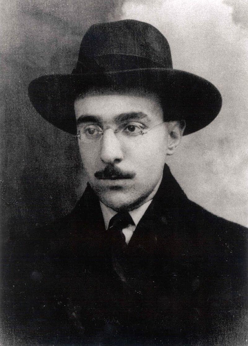 Nascimento de Fernando Pessoa, poeta.