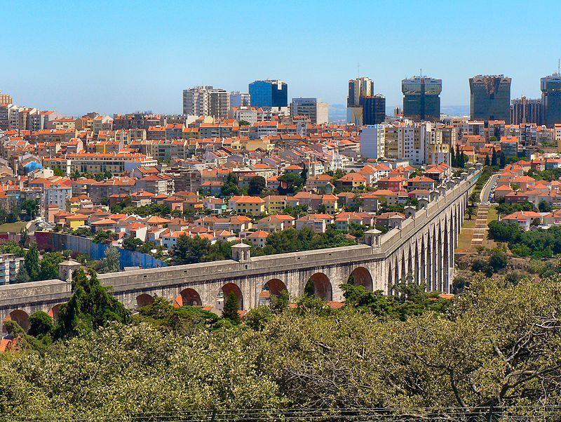 Start of the construction of the Águas Livres Aqueduct