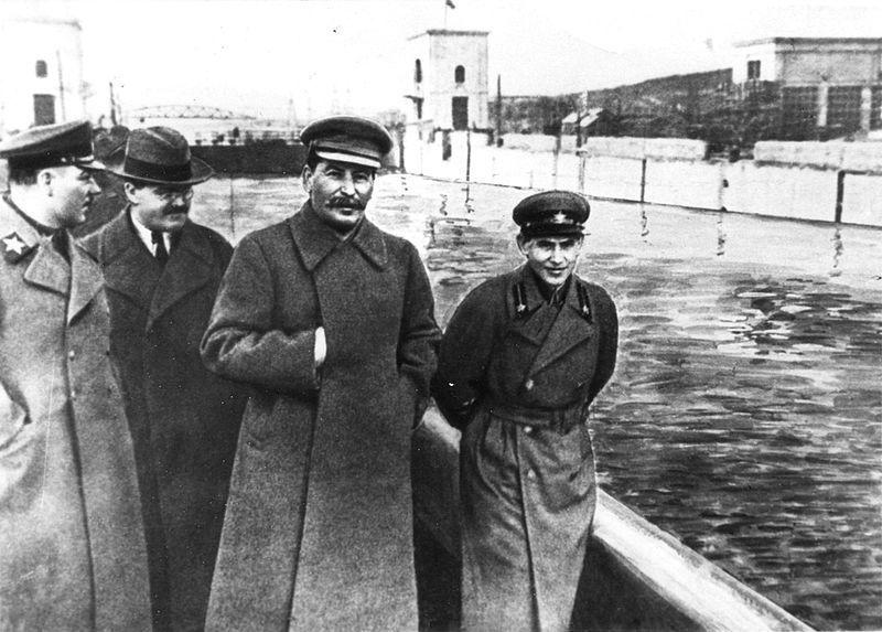 União Soviética - Stalin se torna líder indiscutível