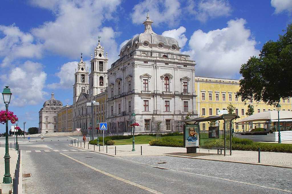 Início da construção do Palácio-Convento de Mafra
