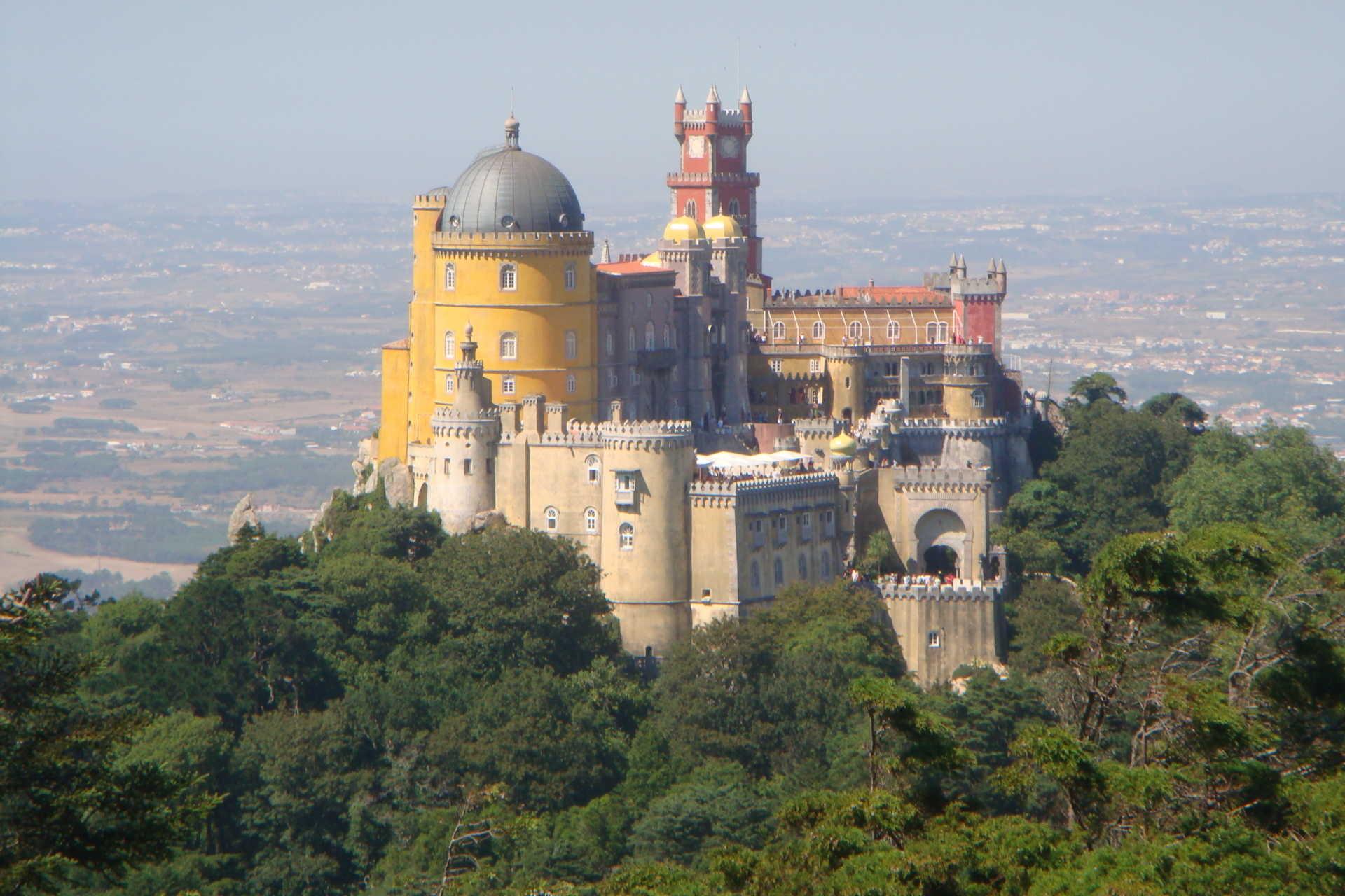 Início da construção do Palácio da Pena