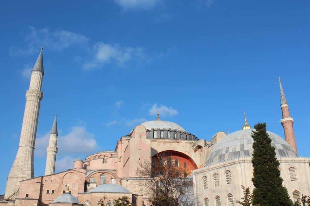 The new Hagia Sophia is dedicated by Emperor Justinian