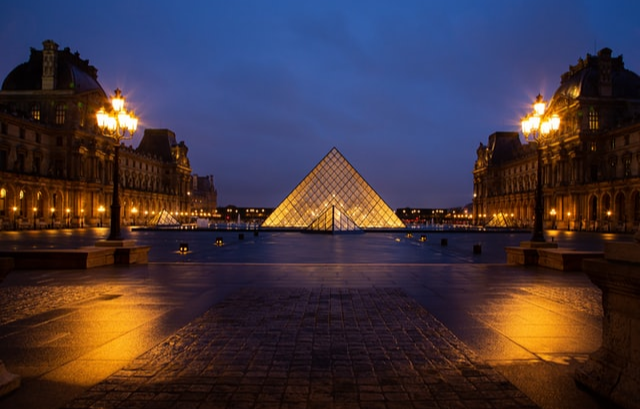 Louvre employees vote to stop working