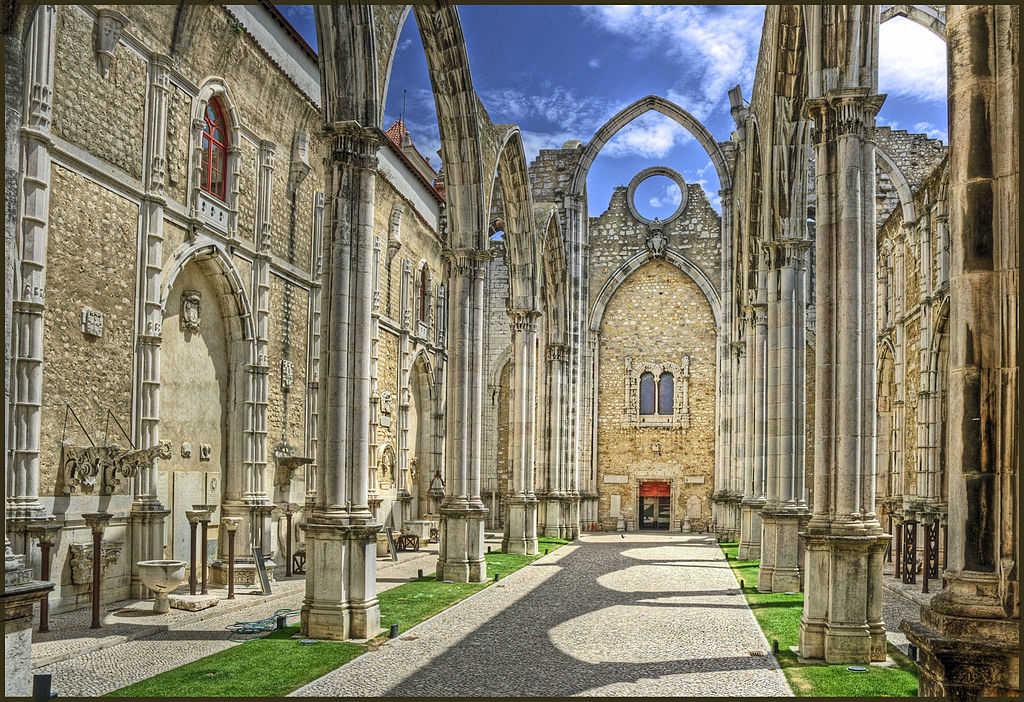 Primeiros carmelitas vêm viver para o Convento do Carmo.